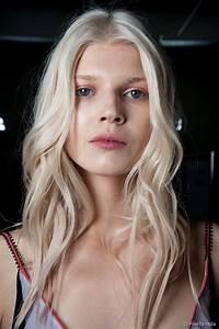 Ombre Hair Blond Polaire : blond froid comment adopter cette coloration hivernale ~ Nature-et-papiers.com Idées de Décoration