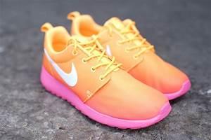 Nike WMNS Roshe Run Atomic Mango/Glow Pink | SBD