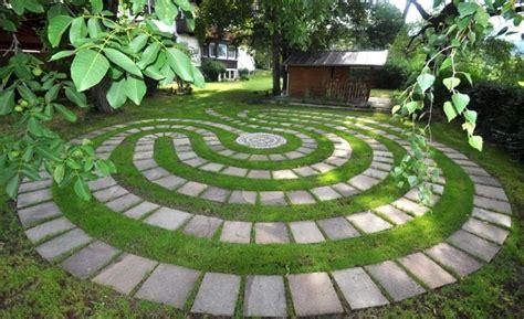 Backyard Labyrinth by Best 25 Labyrinth Garden Ideas On Labyrinth