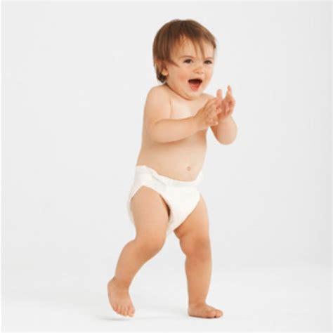 bebe assis a quel age a quel mois un bebe se tient assis 28 images la position assise guide de nourrison pourquoi