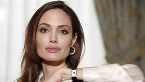 UNO News Net: Angelina Jolie's double mastectomy: Chose to ...