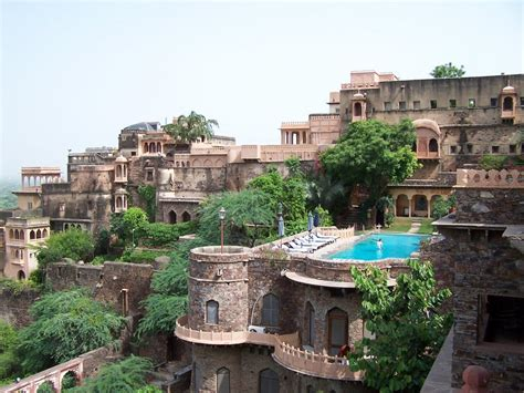Panoramio - Photo of Neemrana Fort Palace