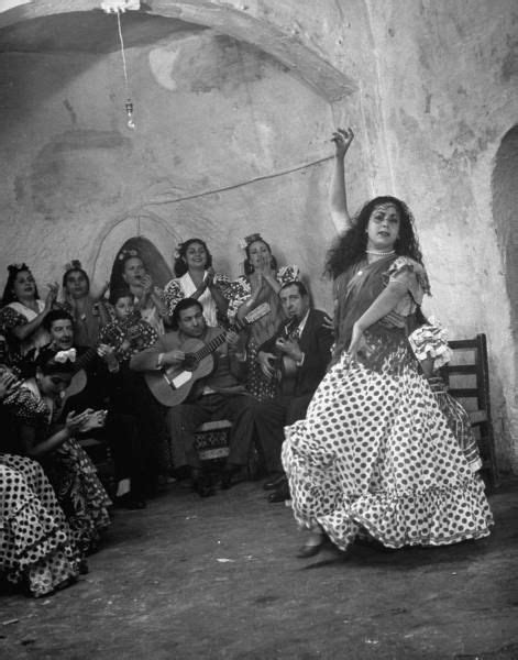 gypsies gypsy flamenco roma spain spanish granada dancer romani gitanos guitars photograph culture dmitri kessel playing 1949 dance gitano dancers