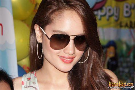 info trend kacamata wanita 2015