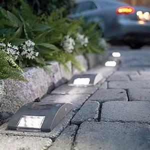 lampe solaire pour balisage de jardinpng 555x555 With spot eclairage arbre exterieur 5 jardinsurbains eclairage jardin