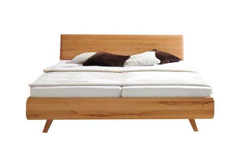 Bett Viala > Die Holzschmiede Massivholzmöbel