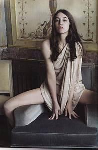Instagram Charlotte Gainsbourg : world entertainment charlotte gainsbourg hot ~ Medecine-chirurgie-esthetiques.com Avis de Voitures