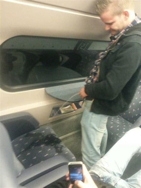 dumpertnl vieze gaat pist  trein