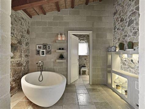 hotel badezimmer modern rustikales martano italien bad ovale bathroom stone masseria tile fracasso paolo bagni wanddekoration tiles italy cactus bath