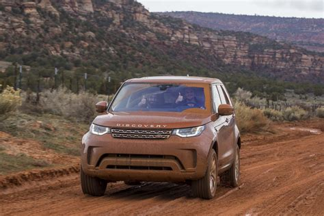 land rover off road 2017 land rover discovery off road 49 motor trend