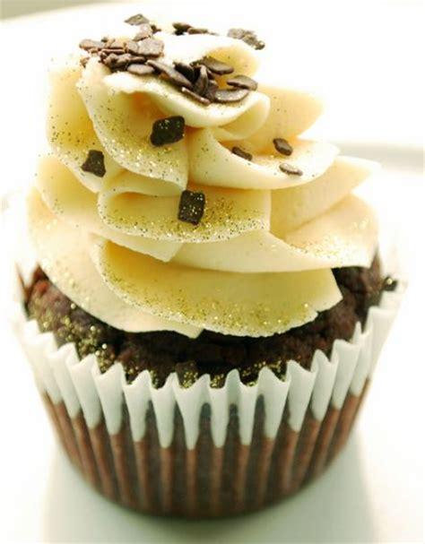 chocolate cupcake  white cream  top  chocolate