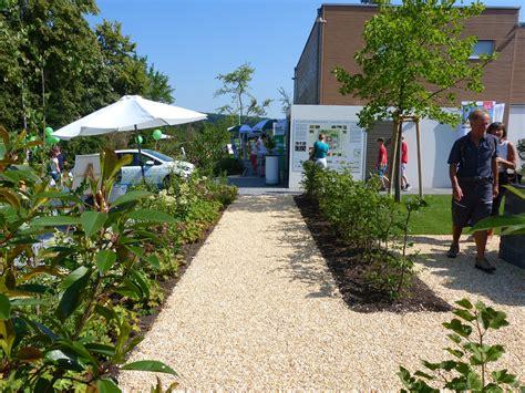 Idealloesung Fuer Den Barrierefreien Garten Das Unterfahrbare Hochbeet by News Garten Moser