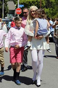 Gwen Stefani Attends Easter Sunday Service With Kids ...
