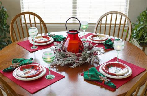 31 Fun Christmas Table Decorations From Pinterest