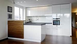 Hochglanz Weiß Küche : hase kramer k che mit bar aus nussbaum ~ Michelbontemps.com Haus und Dekorationen