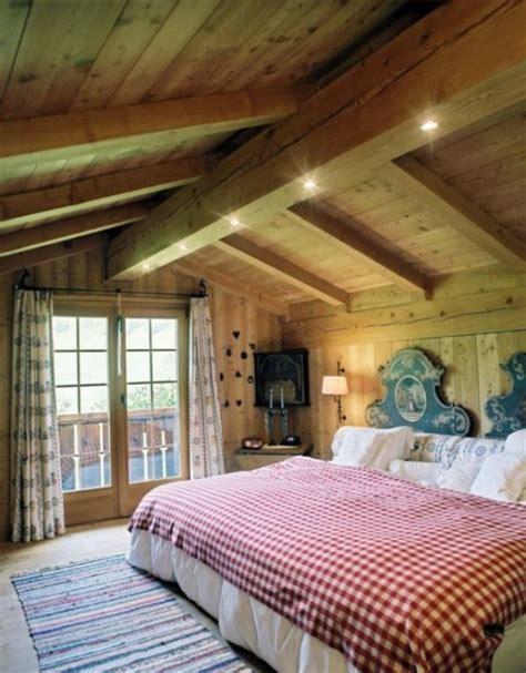 deco plafond chambre décoration chambre adulte de style chalet 22 idées