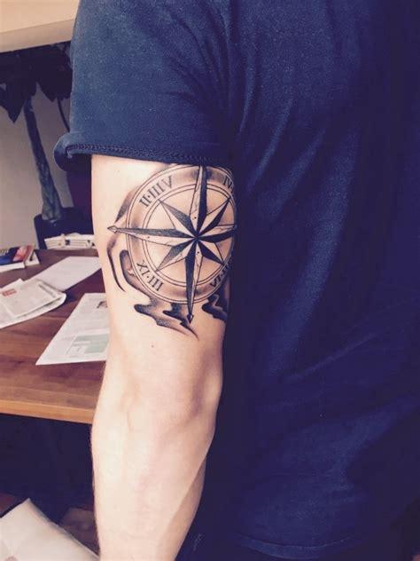 kompass unterarm die besten 25 kompass tattoos ideen auf kompass kompass und kompass maps