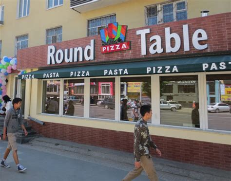 round table pizza restaurant