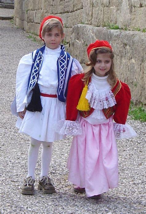 FileGreek costumes children DSC04313.jpg - Wikimedia Commons