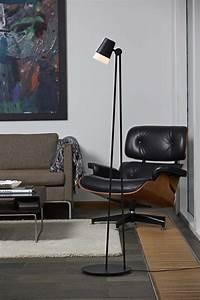 Stehlampe Für Wohnzimmer : stehlampe sonate f r wohnzimmer oder schlafzimmer skandinavisch oder modern wohnideen ~ Frokenaadalensverden.com Haus und Dekorationen