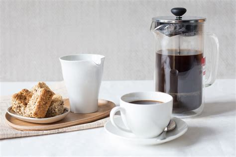 Everyone has their own preferences when choosing coffee to brew in a french press. How to get the best coffee from your French press - Yuppiechef
