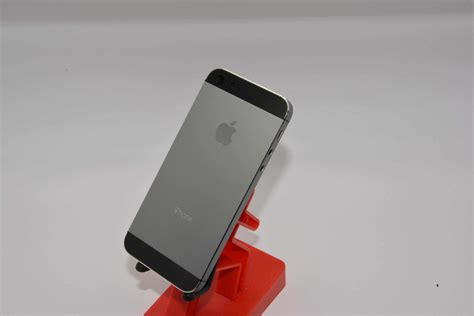 iphone 5s photos new leaked photos show iphone 5s in graphite grey
