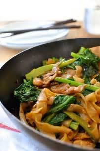 Thai Stir-Fried Noodles with Chicken