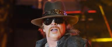 metal roses guns n 39 roses 39 axl trolls fans with his of taco