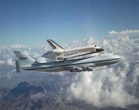 File:Space Shuttle Discovery Catches a Ride by Lori Losey ...
