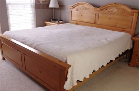 King Size Pine Headboards by Broyhill Quot Fontana Quot King Size Bed Distressed Pine In