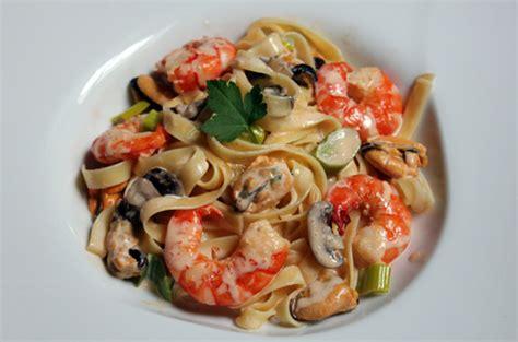 tagliatelles aux fruits de mer et petits l 233 gumes recettes de cuisine de marion flipo