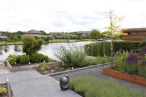 tuin aan water moderne tuin aan het water hooft hoveniers