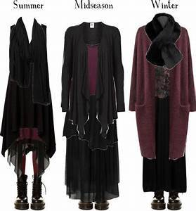 grim maiden black and burgundy all year round par pandora With robe velours noir