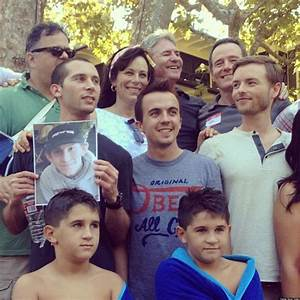 'Malcolm In The Middle' Reunion: Frankie Muniz Tweets Photos