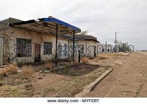Station Essence Luxembourg : station de gaz avec graffiti au village abandonn de doel en belgique banque d 39 images photo ~ Medecine-chirurgie-esthetiques.com Avis de Voitures
