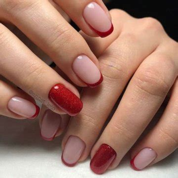Красный френч на ногтях со стразами с рисунком идеи дизайна модные новинки. французский маникюр красным лаком ухоженная