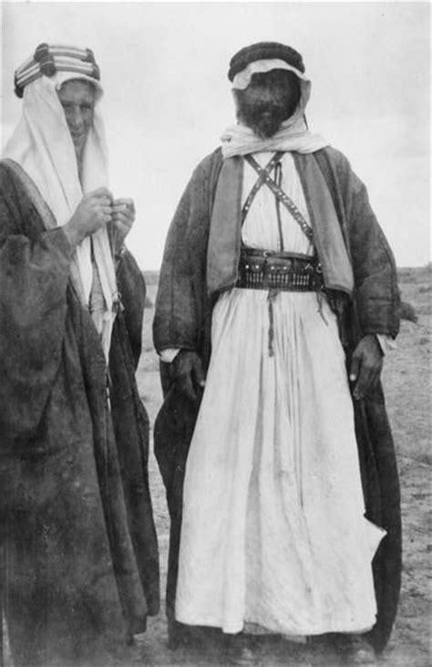 te lawrence wearing arab dress  conversation