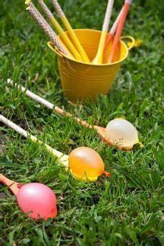 kinderspiele für geburtstag eierlaufen einmal anders mit kochl 246 ffeln und wasserbomben kinder spiele geburtstag