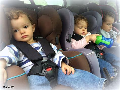 peut on mettre 3 siege auto dans une voiture série oh vous avez des jumeaux mais comment faites