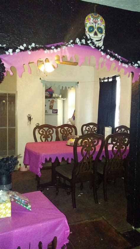 Decorating Ideas Using Plastic Tablecloths by Best 25 Plastic Tablecloth Decorations Ideas On
