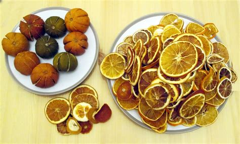 how to make a wreath with dried fruit