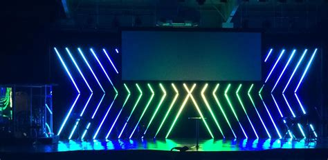 pixeled arrows church stage design ideas scenic sets