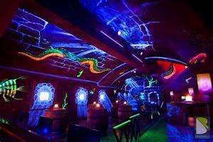 Neon Deco Chambre : les astuces pour r ussir sa soir e fluo ~ Teatrodelosmanantiales.com Idées de Décoration