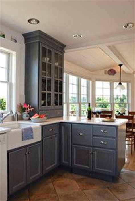 bye bye maison cuisine 1000 ideas about cape cod kitchen on rental