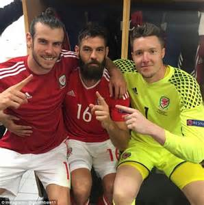 Wales midfielder Joe Ledley busts out some new moves to ...