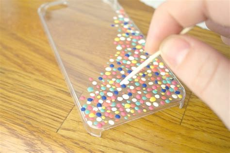 Style Up Your Phone Case With These Easy Diy Nail Polish