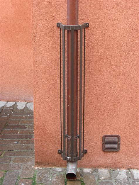 Protezioni paracolpi tubi pluviali grondaia, verticale