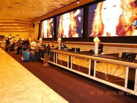 Front Desk Las Vegas by Front Desk Flowers This Was On S Day Picture Of