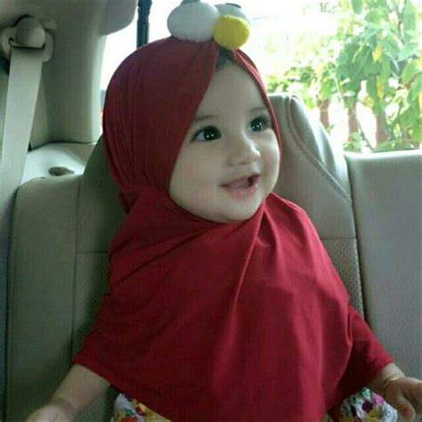 trend terbaru foto bayi perempuan pakai hijab  red gummi bear