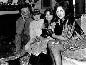 elizabeth taylor, richard buton and daughters.....Uploaded ...